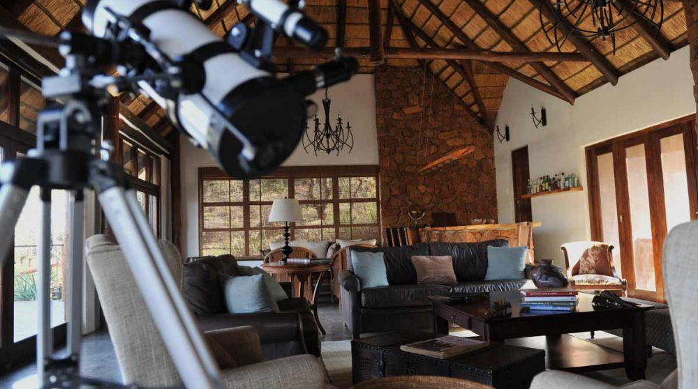 Le salon à l'Esiweni Lodge
