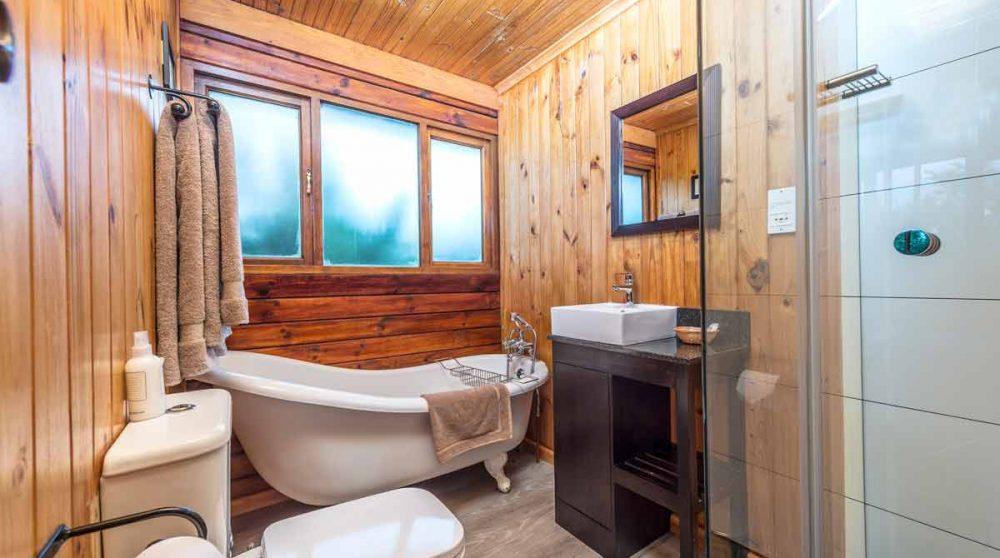 Sa salle de bains du Kariega Main Lodge