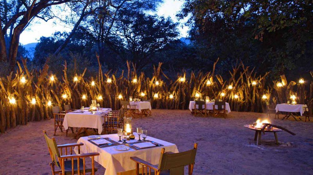 Dîner à la bougie au Manyara Tree Lodge