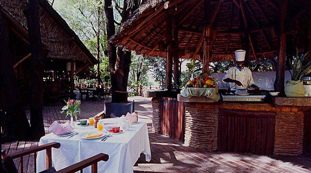 Le restaurant extérieur du Mara Intrepids