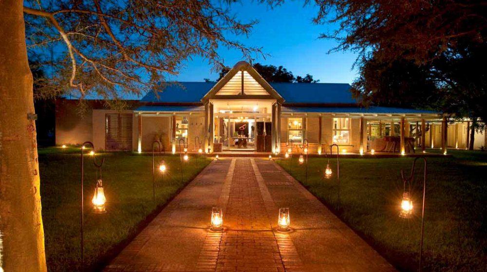 L'hôtel Morukuru Farm House de nuit