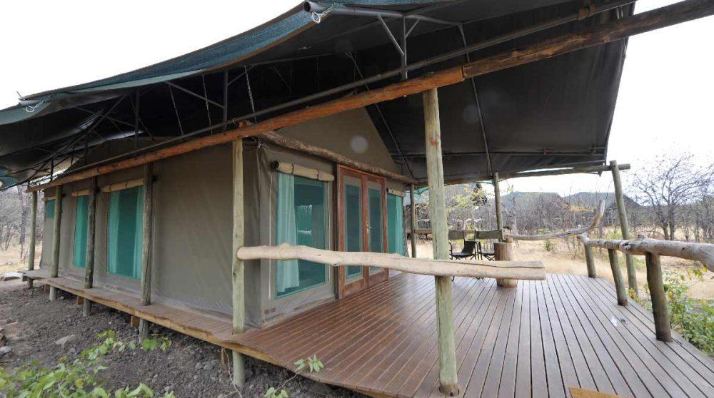 Extérieur d'une tente du Ongava Tented Camp