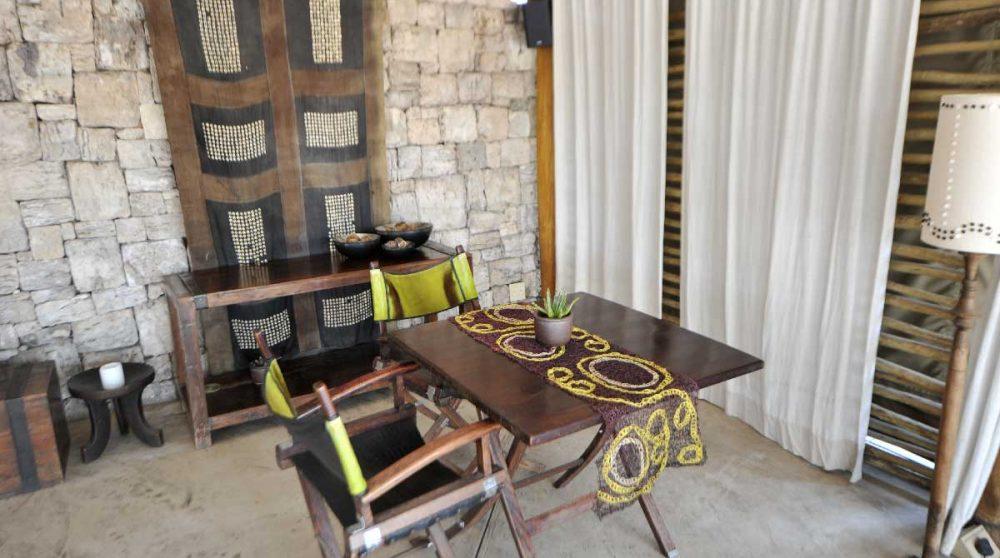 Table à l'Onguma Tented Camp