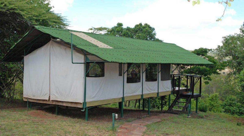 Extérieur d'une tente au Sekenani Camp