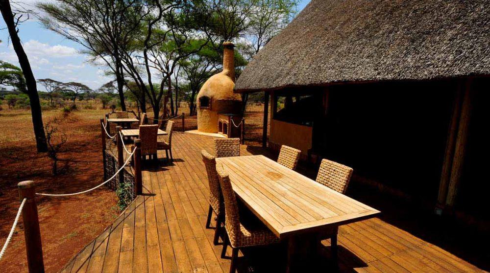 Table pour déjeuner à l'extérieur du Swala Camp