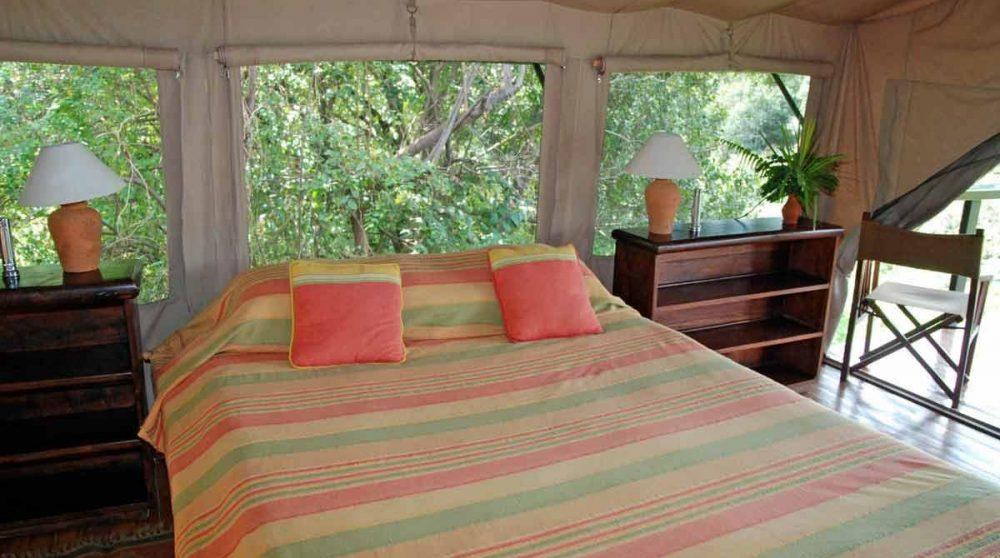 Intérieur d'une tente dans le Masai Mara