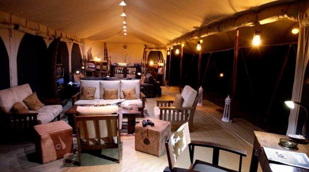 Le salon le soir au Kenya