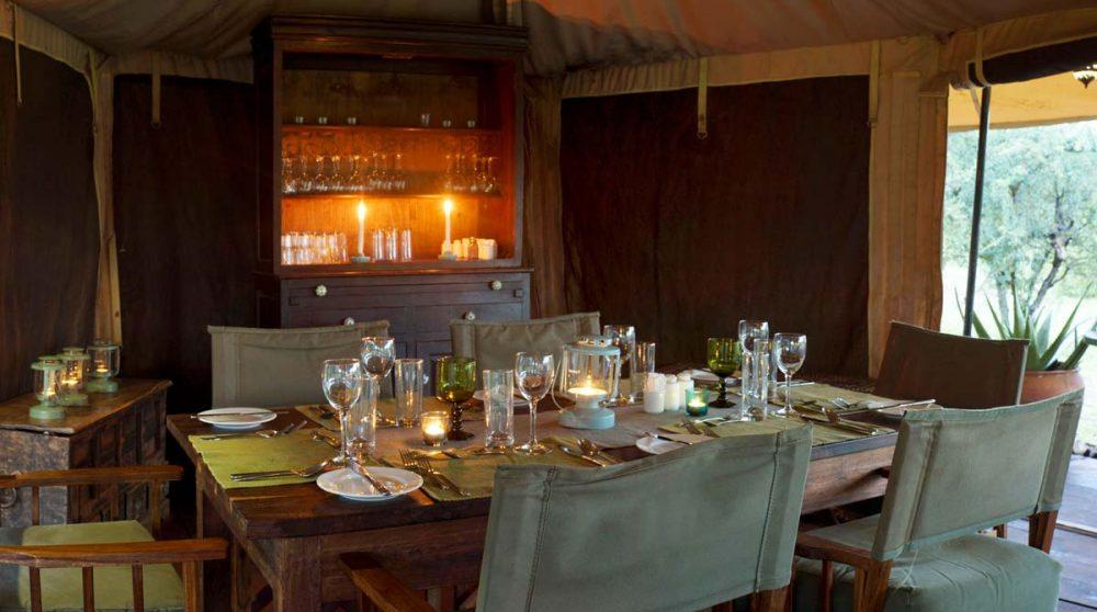 Dîner au restaurant en Tanzanie