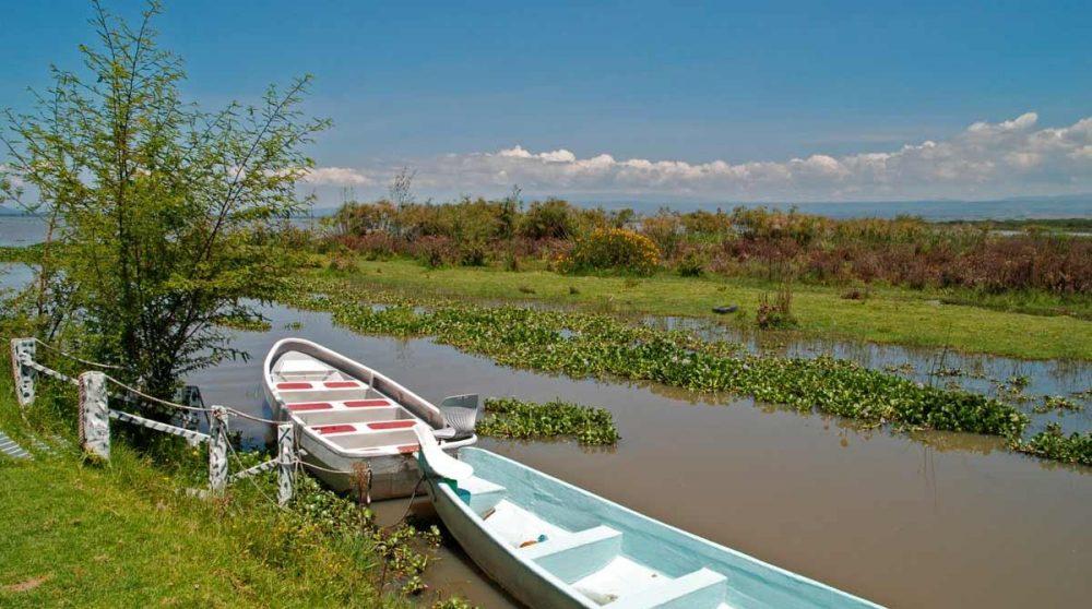 Embarcations sur la rivière au Kenya