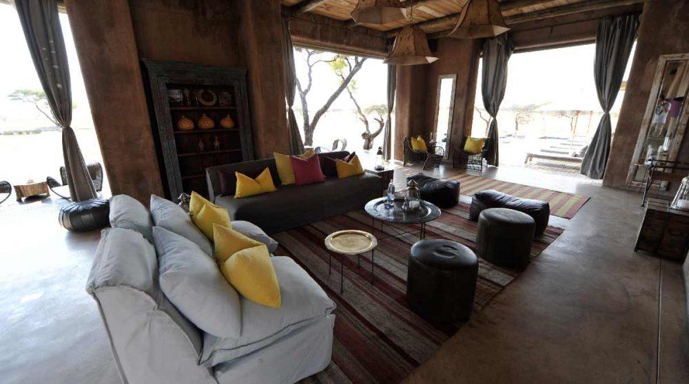Canapés dans le salon en Namibie