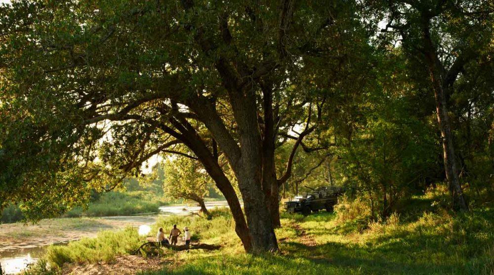 Arrêt au bord de la rivière près du parc Kruger