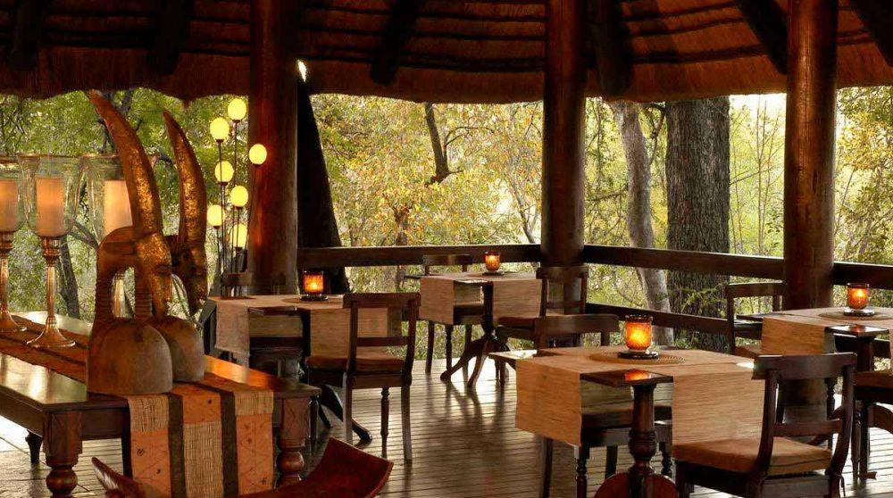 La terrasse du restaurant près du parc Kruger