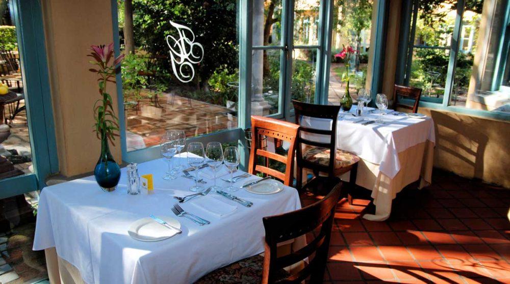 Tables donnant sur la terrasse en Afrique du Sud