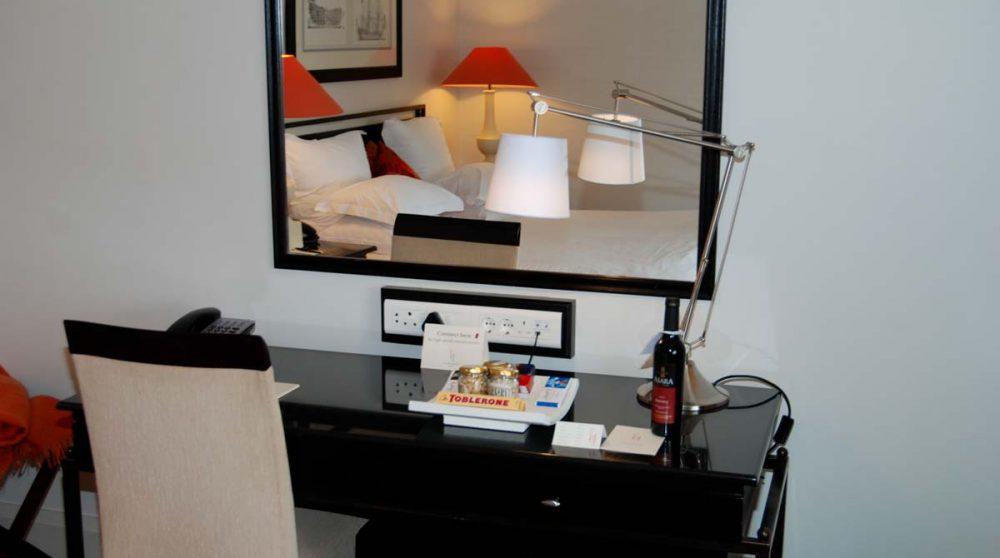 Bureau dans une chambre standard
