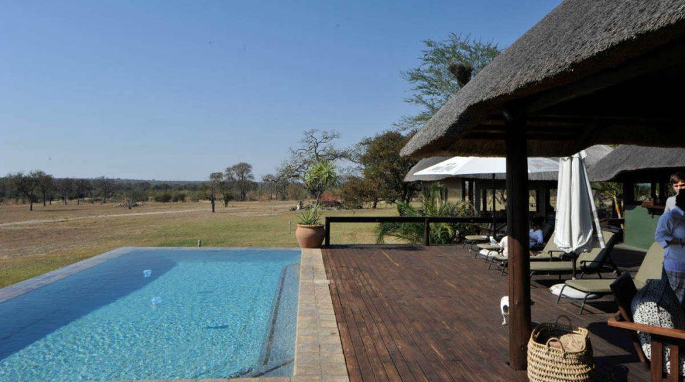 La terrasse avec la piscine à Sabi Sand