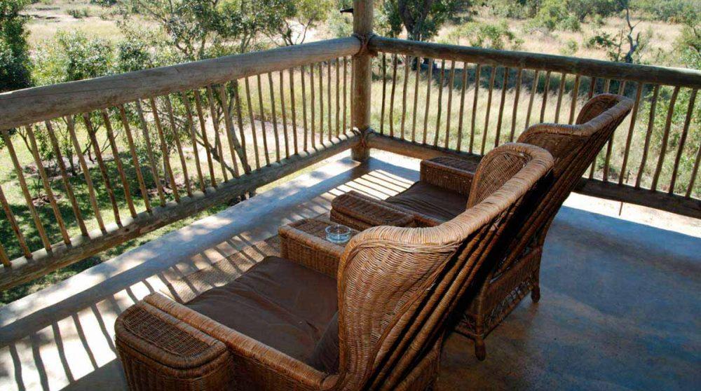 Fauteuils sur un balcon en Afrique du Sud