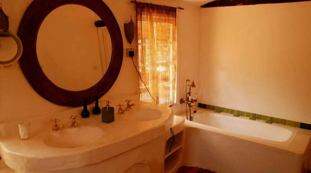 Une salle de bains au Kenya
