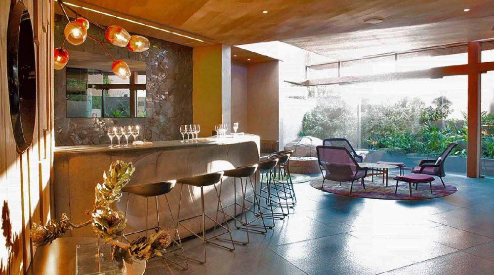 L'ambiance moderne du bar