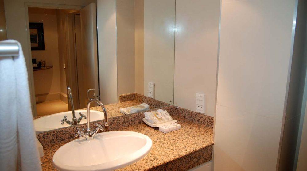 Salle de bains d'une chambre standard