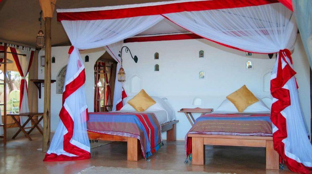 Une tente avec deux lits