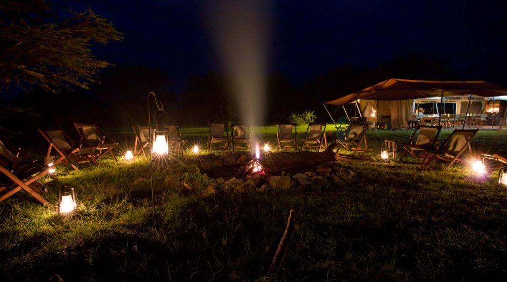 Nuit au camp dans le parc du Serengeti