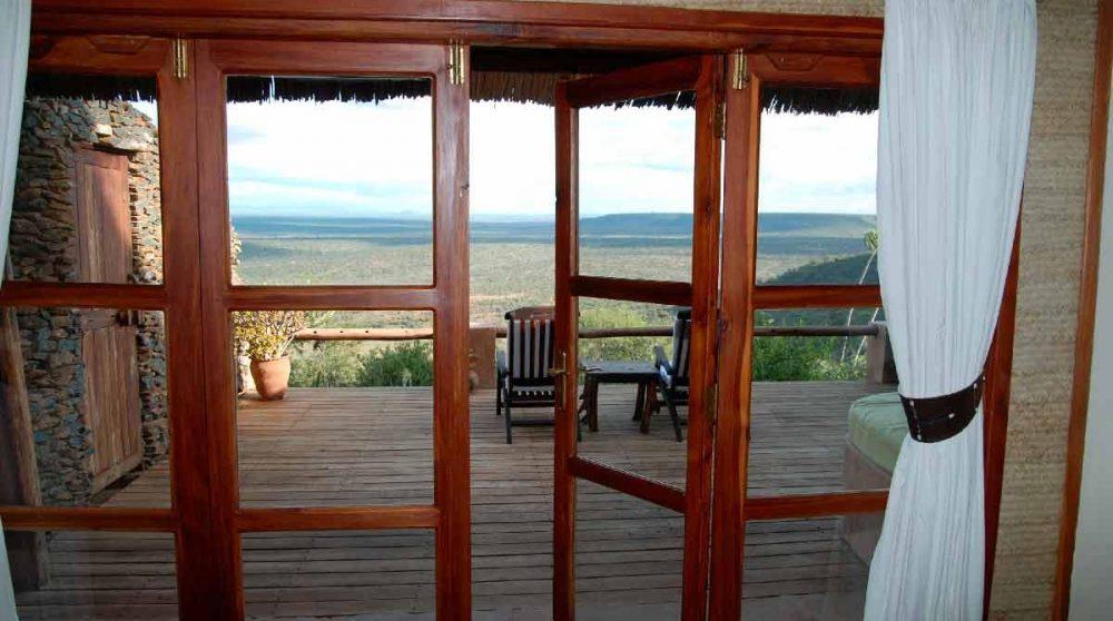 Ouverture sur la terrasse au Kenya