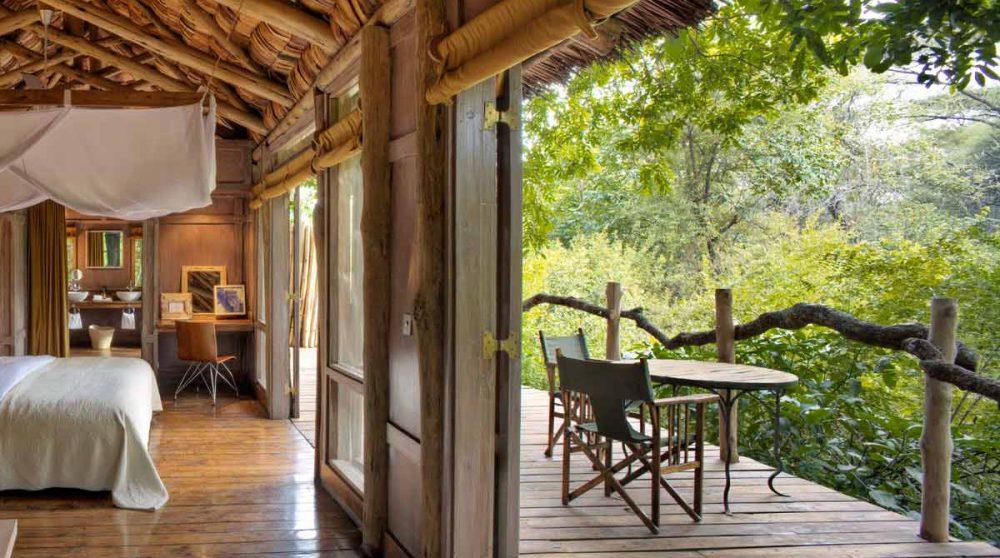 Une chambre avec un balcon au Lac Manyara