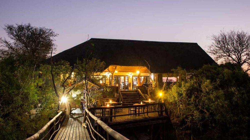 Le salon vu de nuit près du parc Kruger