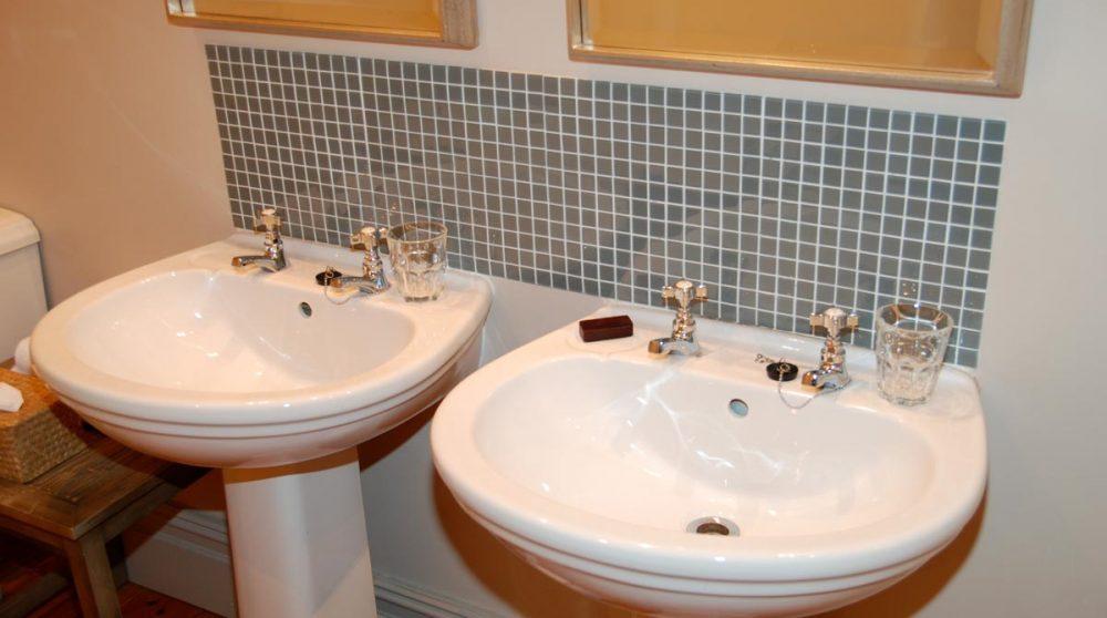 Lavabos dans unes salle de bains