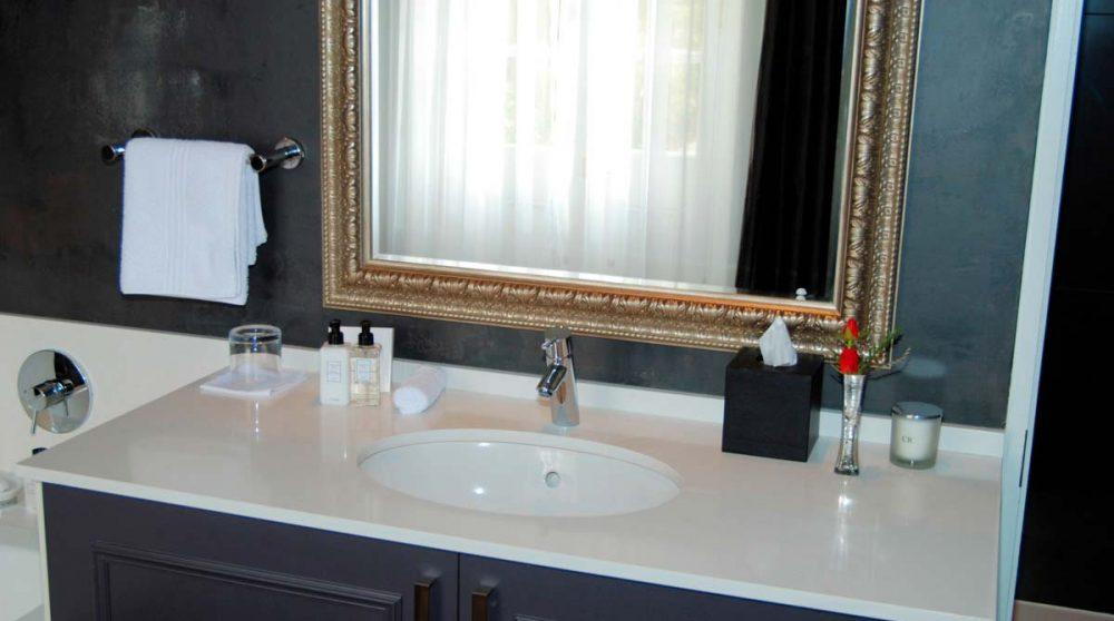 Lavabo dans une salle de bains au Cap