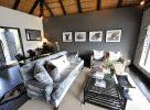 Un salon dans une chambre en Afrique du Sud