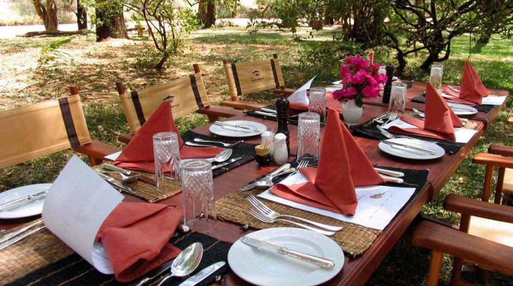 Une table dans le jardin à Samburu