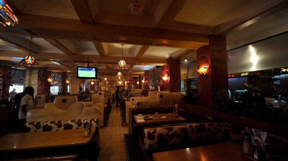 Les tables du restaurant à Nairobi