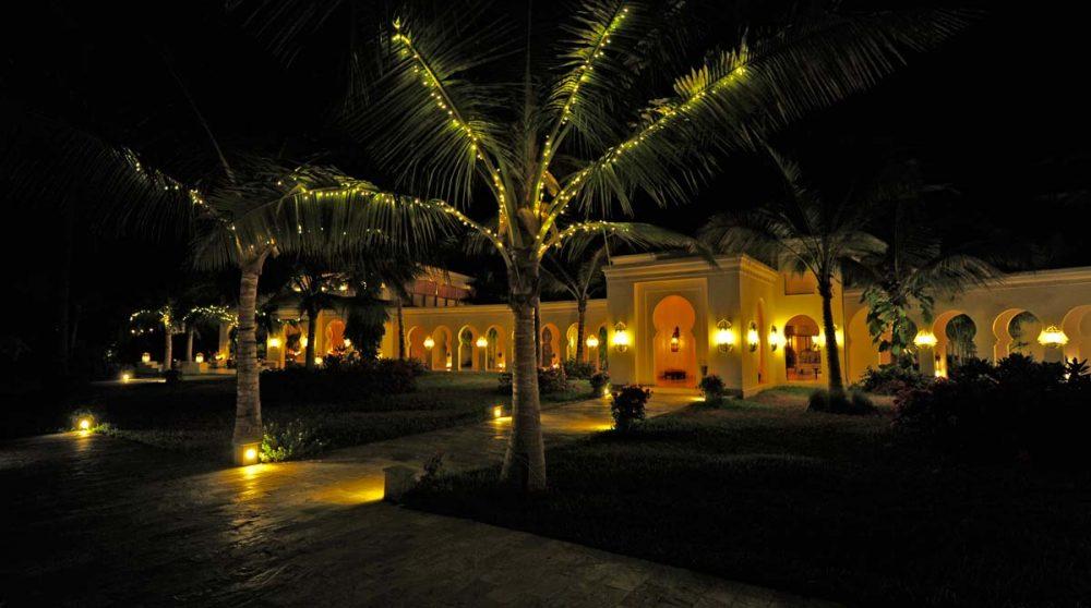Le jardin la nuit en Tanzanie