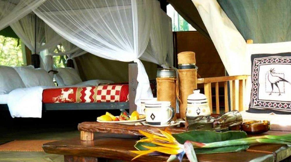 Une chambre dans une tente