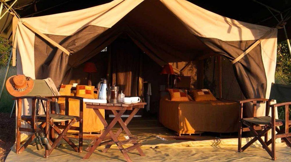 L'extérieur d'une tente