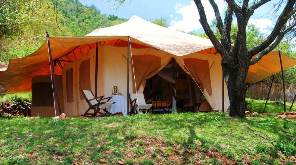 L'extérieur d'une tente au Masai Mara