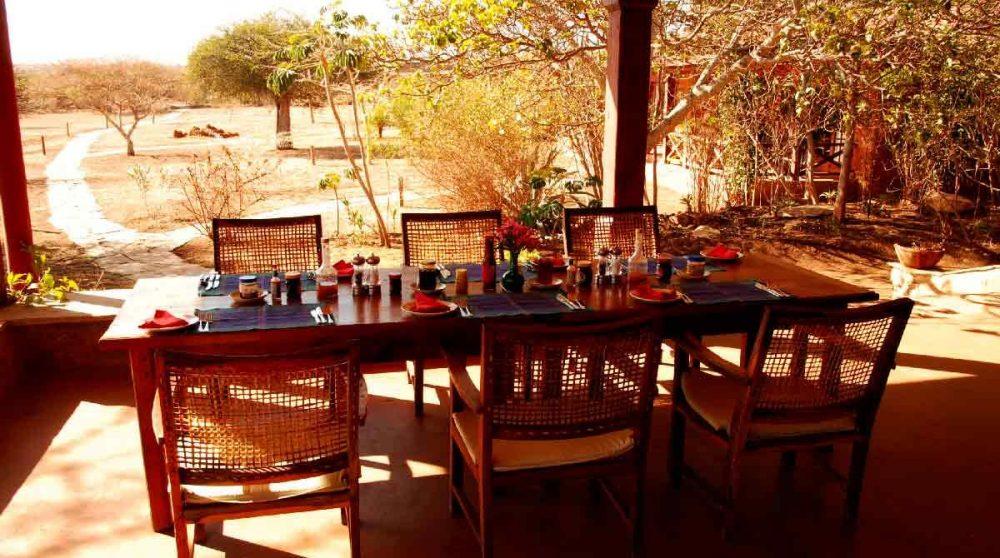 Table pour déjeuner sur la terrasse à Laikipia