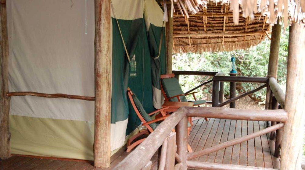 Balcon devant une tente