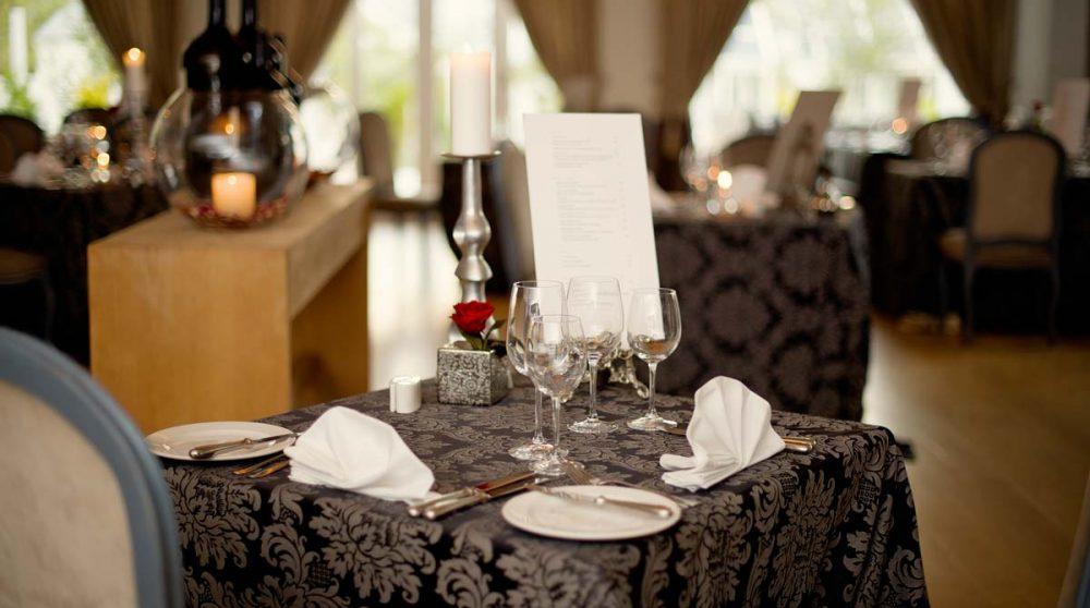 Une table pour le déjeuner