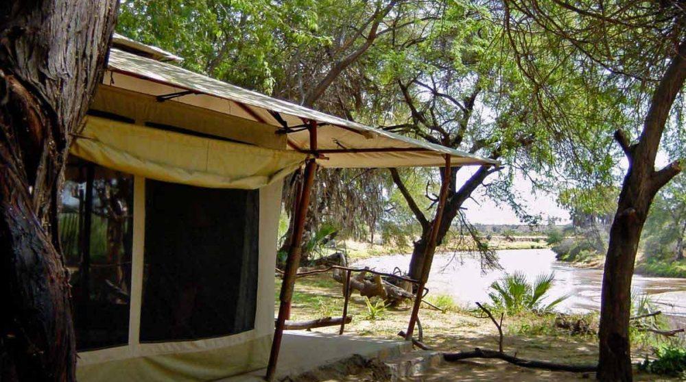 Une tente donnant sur le jardin