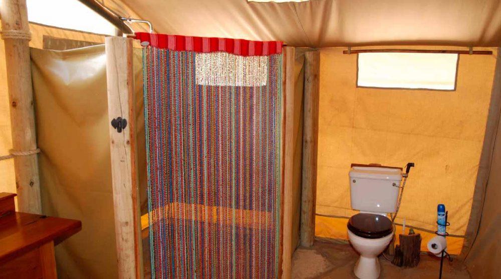 Une salle de bains au Elephant Bedroom Camp