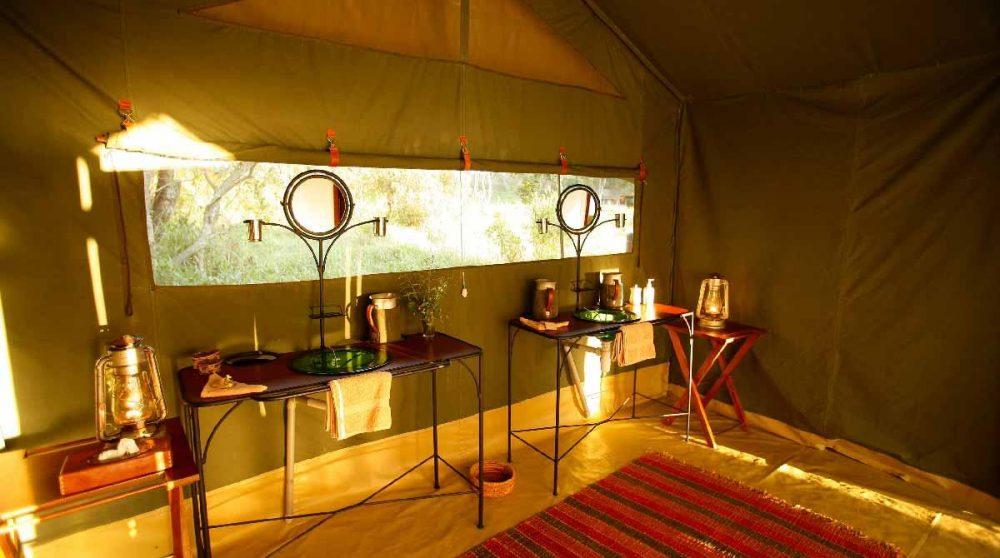 Salle de bains dans une tente à l'Elephant Pepper Camp