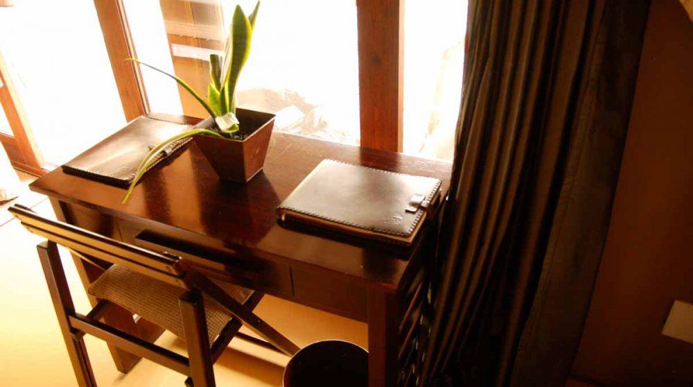 Bureau d'une chambre au Etali Safari Lodge
