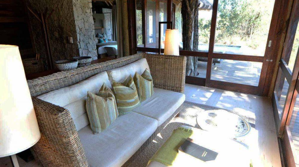 Canapé dans une chambre au Exeter Leadwood