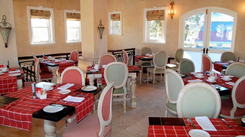 Tables pour le petit-déjeuner au Franschooek Contry House