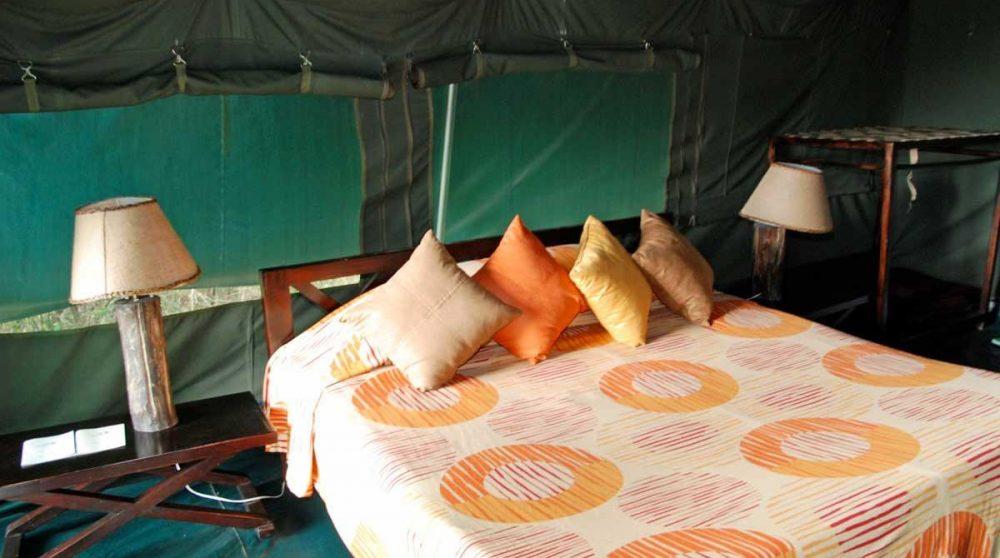 Une chambre dans une tente de l'Ilkeliani