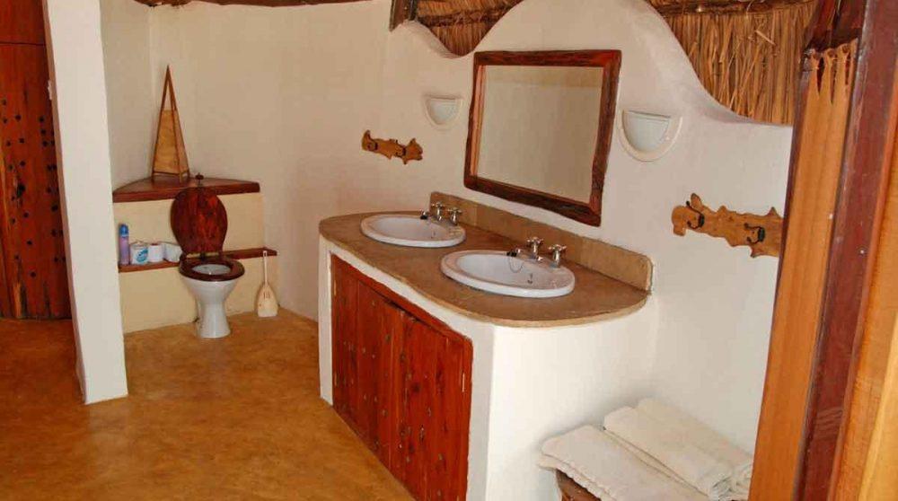 Une salle de bains à l'Island Camp