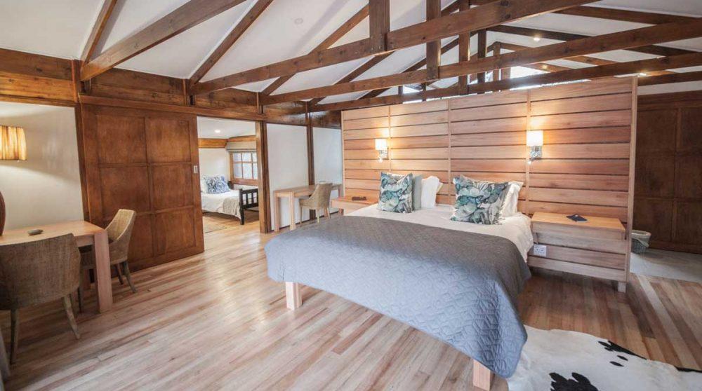 La chambre principale du Makakatana Bay Lodge