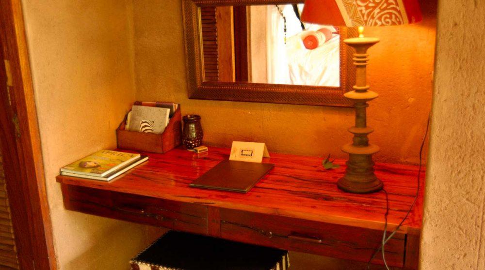 Bureau dans une chambre du Makweti Safari Lodge